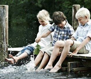 Kinderen hebben plezier in Denemarken