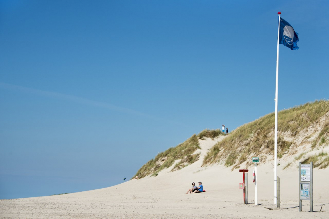 Blauwe Vlag bij Henne Strand. Foto: VisitDenmark / Niclas Jessen